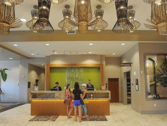 Hilton Garden Inn downtown Sioux Falls - front desk
