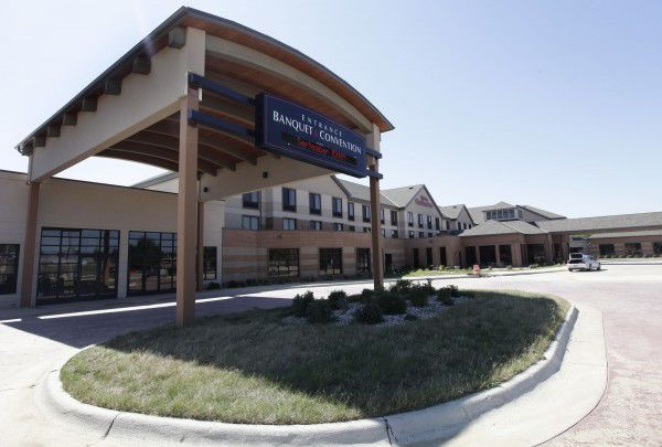 Sioux falls firm to buy bev 39 s on the river hilton garden inn in sioux city hegg hospitality for Hilton garden inn sioux city riverfront