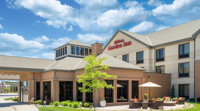 SIOUX FALLS, SD – May 18, 2016– The 123-room Hilton Garden Inn Sioux City Riverfront hotel in Sioux City, Iowa is under contract to be acquired by an affiliate of Hegg Companies, Inc. of Sioux Falls, S.D. The acquisition also includes the Bev's on the River restaurant, the attached marina, and the Jolly Roger, which is an outdoor riverside tiki…
